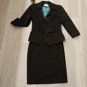 Calvin Klein back skirt suit sz 2